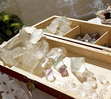 malette contenant des minéraux