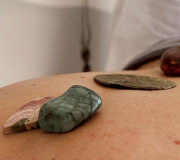 massage aux pierres chaudes du dos